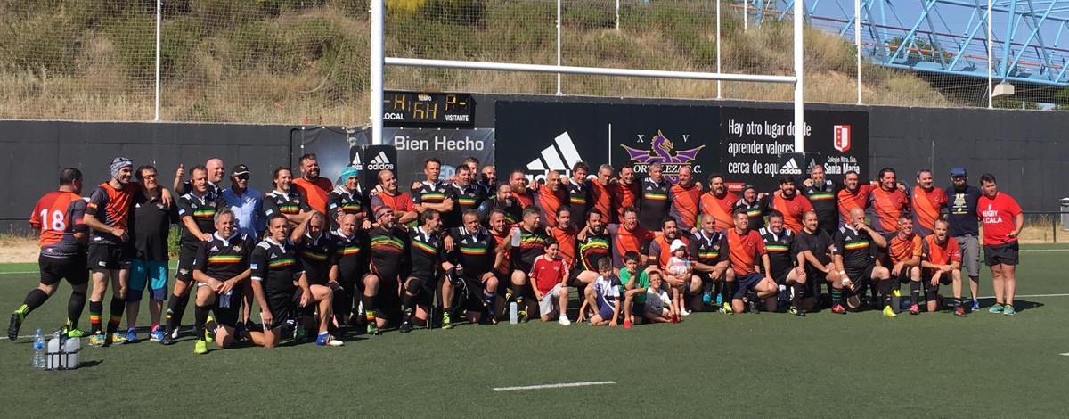 Foto de familia del partido de rugby veteranos entre Hortaleza y Fuencarral