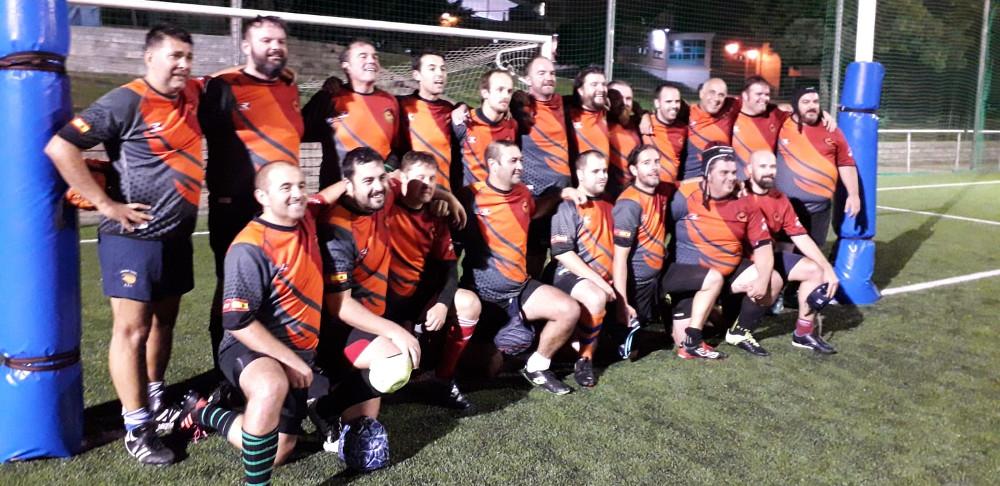Los jugadores de rugby Fuencarral tras el partido